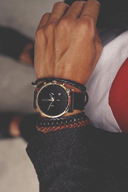 ¿En que mano usan el reloj los hombres?